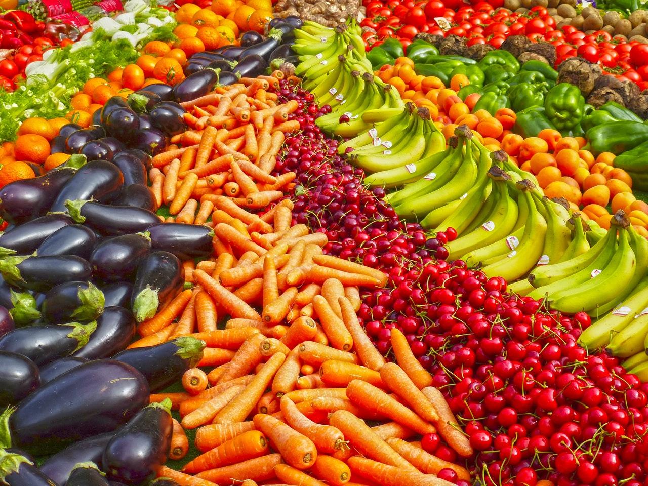12 potravin, které obsahují nejvíce a nejméně pesticidů
