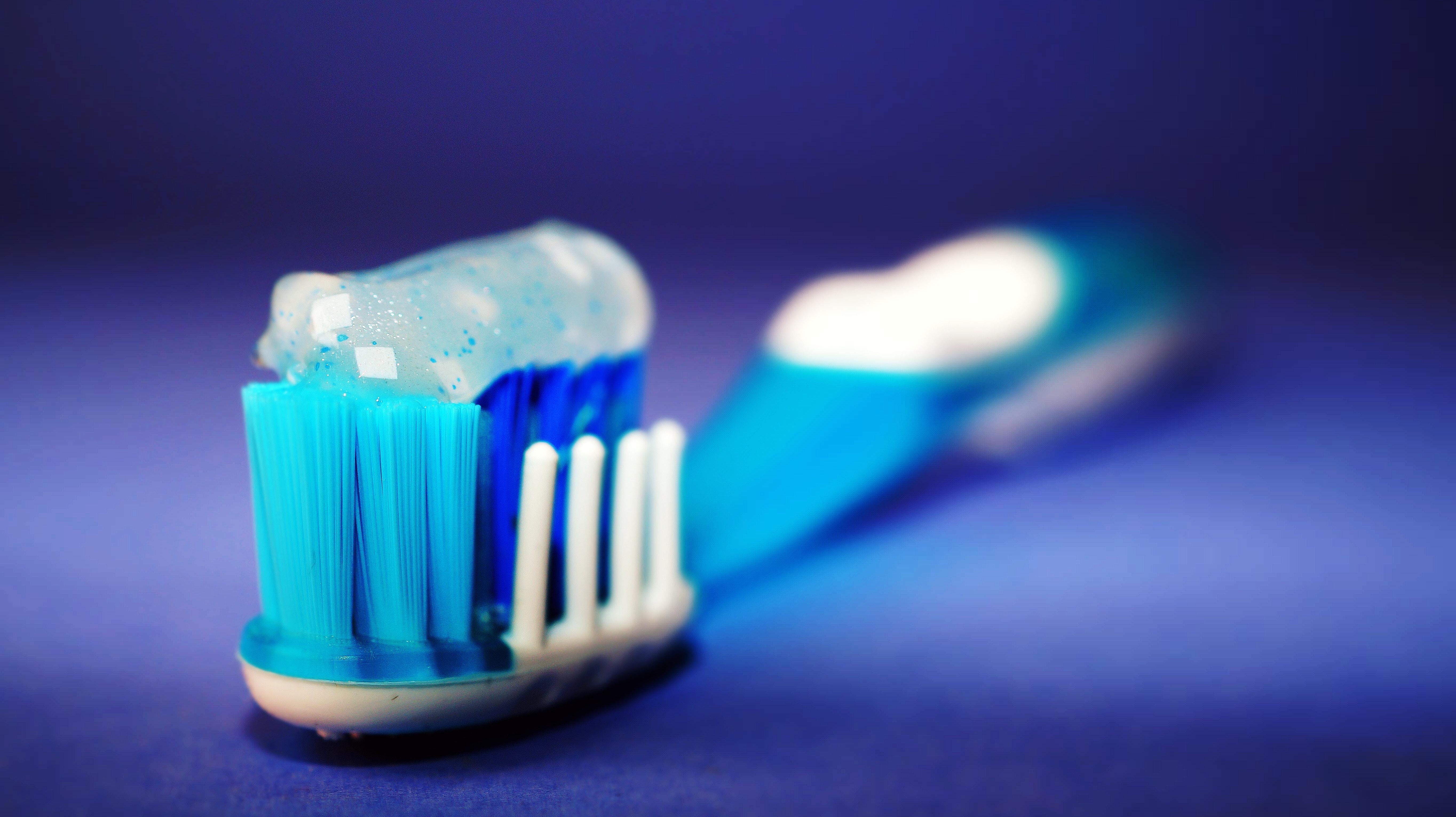 Nebezpečné fluoridy, proč si je kupovat v pastách na zuby?